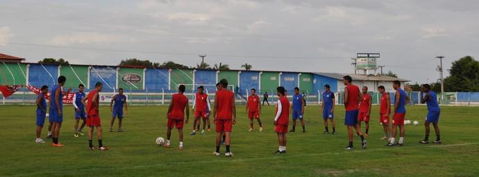 Barras treina no Estádio Juca Fortes para jogo contra 4 de Julho (Foto: Renan Morais/GLOBOESPORTE.COM)