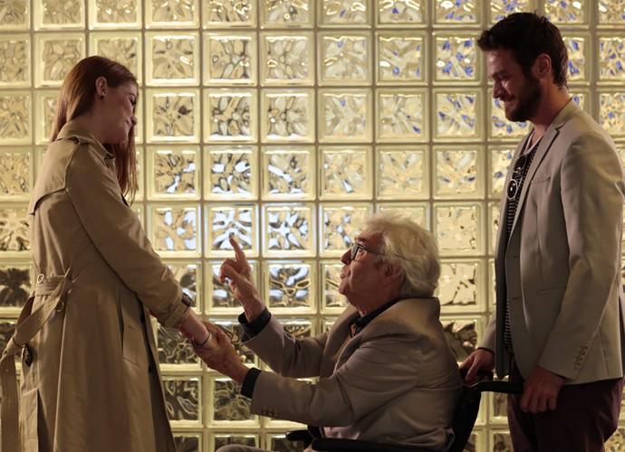 Alberto manda Lívia se casar logo com Pedro (Foto: Felipe Monteiro/Gshow)