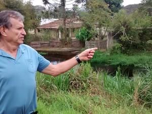 O engenheiro e sanitarista José Roberto Kachel, afirma que primeiro ponto de maior poluição do Rio Tietê começa em Mogi (Foto: Jamile Santana/G1)