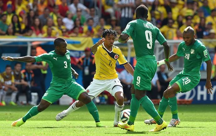 Cuadrado, Arthur Boka, Cheick Tiote e Serey Die  - Colômbia x Costa do Marfim (Foto: AFP)