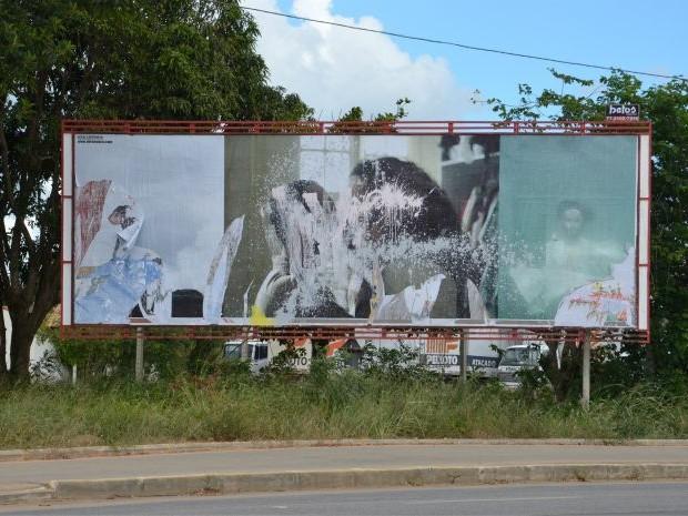 Fotografia alvo de vandalismo em Vitória da Conquista, na Bahia (Foto: Anderson Oliveira / Blog do Anderson)