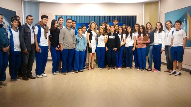Estudantes conheceram os bastidores da emissora (Foto: Divulgação/RPC TV)
