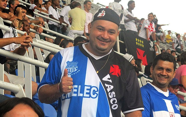 Torcedor camisa Vasco Emelec (Foto: Richard Souza / Globoesporte.com)