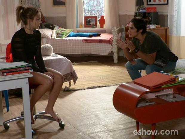 Antônio tenta convencer Anita a roubar as provas  (Foto: Malhação / TV Globo)