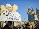 Milhares protestam contra projeto de legislação de vigilância na Polônia