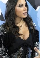 Anitta aproveita polêmica com preenchimento e lançará batom