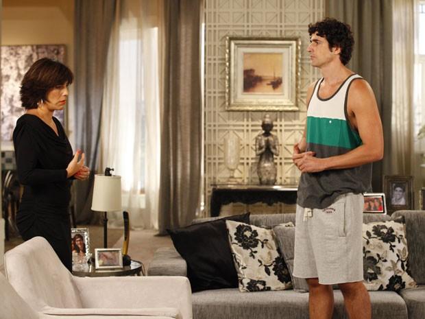 Nando abre o jogo com Roberta e conta tudo sobre Juliana (Foto: Guerra dos Sexos/TV Globo)