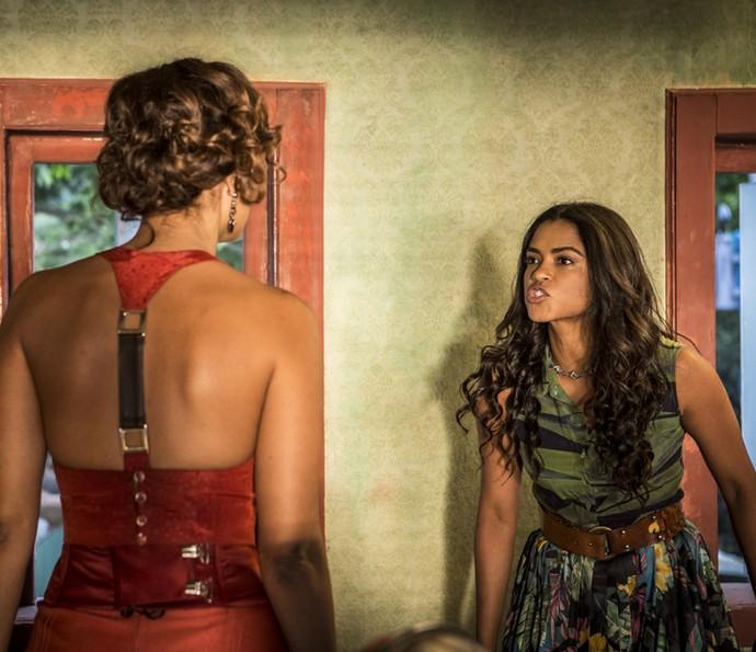 Luzia parte para cima Tereza (Foto: Inácio Moraes/Gshow)