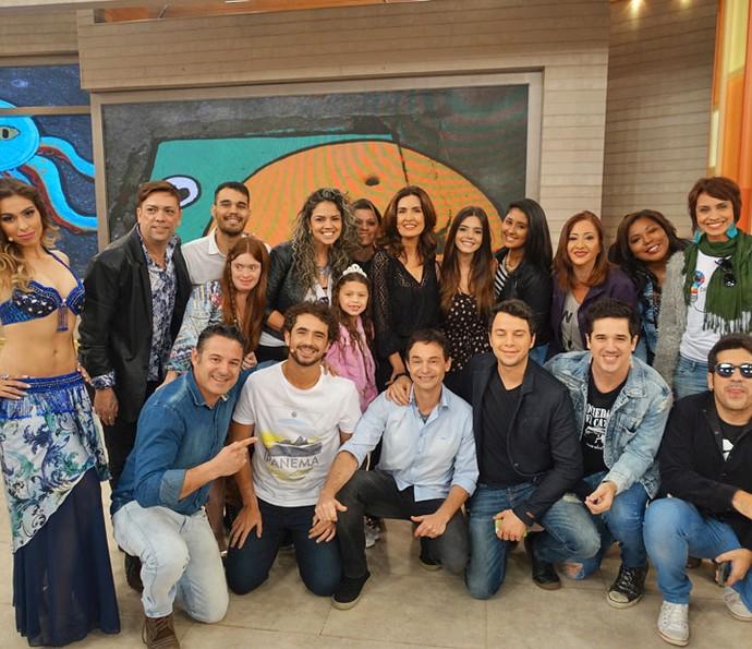 Fátima com todos os convidados (Foto: Vinícius Cunha/Gshow)