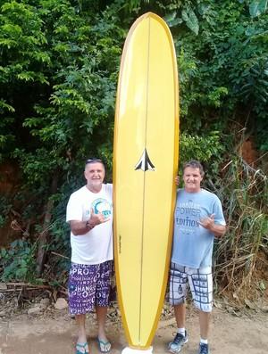 Lapo Coutinho surfe