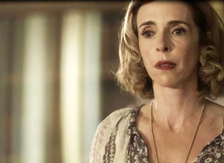 Em 'Tempo de Amar', Alzira desmaia ao descobrir que Bernardo perdeu tudo