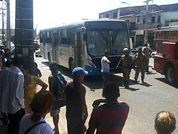 Ônibus que foi atacado na Av. Kennedy, em São Luís (Foto: Foto: Divulgação)
