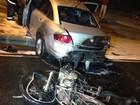 Moto pega fogo ao atingir carro que fez retorno proibido em Vitória