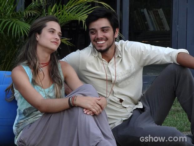 Felicidade finalmente? Marlin e Lili aproveitam o tempo juntos (Foto: Além do Horizonte/TV Globo)