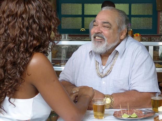 Antoninho tenta convencer Juju em nome da comunidade (Foto: Gshow)