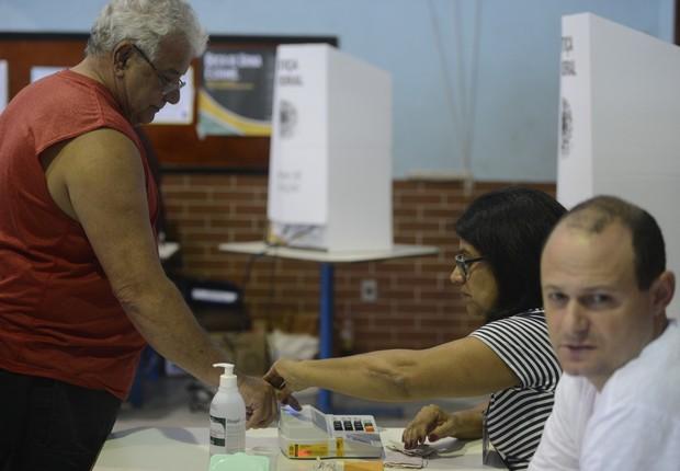 Os mesários convocados ou voluntários têm direitos a alguns benefícios específicos, como a vantagem nos critérios de desempate em concursos públicos da Justiça Eleitoral (Foto: Tânia Rêgo/Agência Brasil)