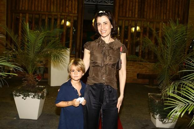 Fernanda Torres com o filho (Foto: Marcello Sá Barretto / AgNews)