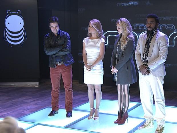 Jonas Marra no palco da sua empresa, ao lado da esposa, da filha e do melhor amigo (Foto: Parker TV)
