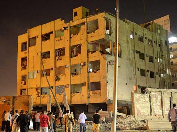 Bomba explodiu perto de um prédio de segurança nacional (Foto: Brian Rohan / AP Photo)