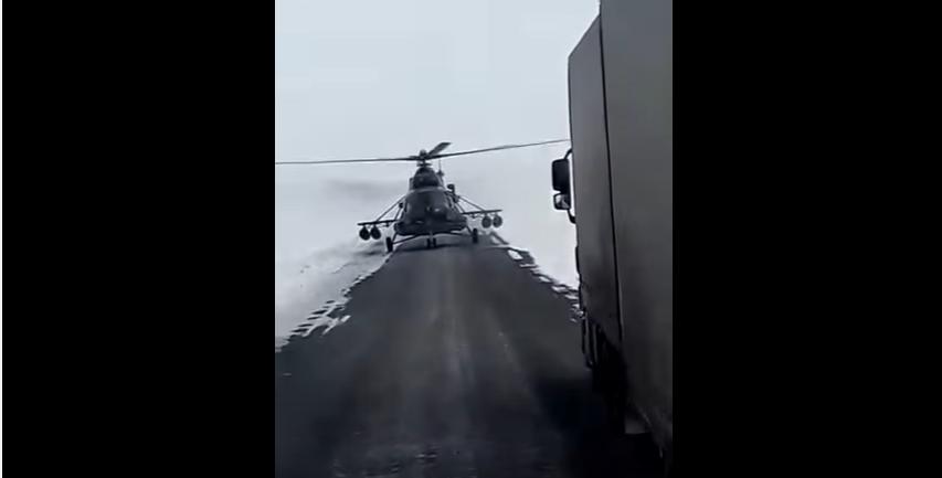 Helicóptero do Cazaquistão para e pede informações (Foto: Reprodução/Youtube)