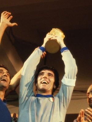 BLOG: Zoff e a defesa que mudou a história do futebol brasileiro