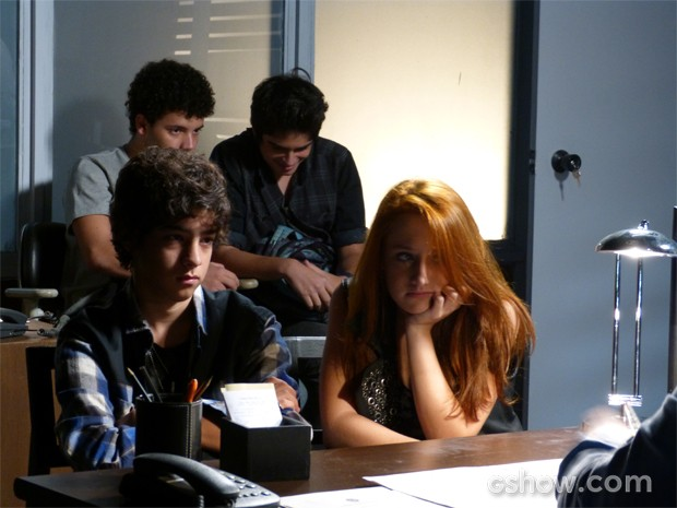 #chatiados! Banda tenta se dar bem, mas acaba tomando bronca (Foto: Malhação/ TV Globo)
