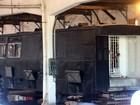 OAB vê situação 'precária' em ônibus que abriga presos em Porto Alegre