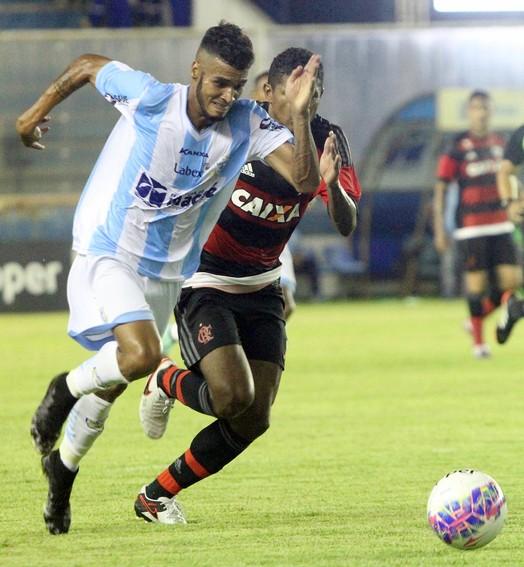 PRA DIREITA (Tiago Ferreira / Macaé Esporte)