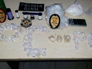 Pasta base de cocaína e óxi foram apreendidos. (Foto: Ascom/ Polícia Civil)