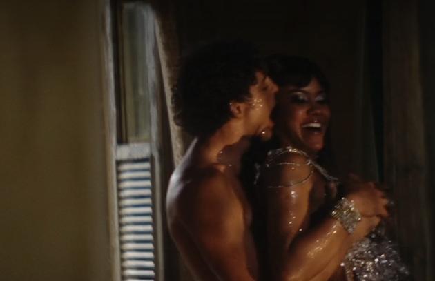 Omar se envolve com uma dançarina (Foto: Reprodução)