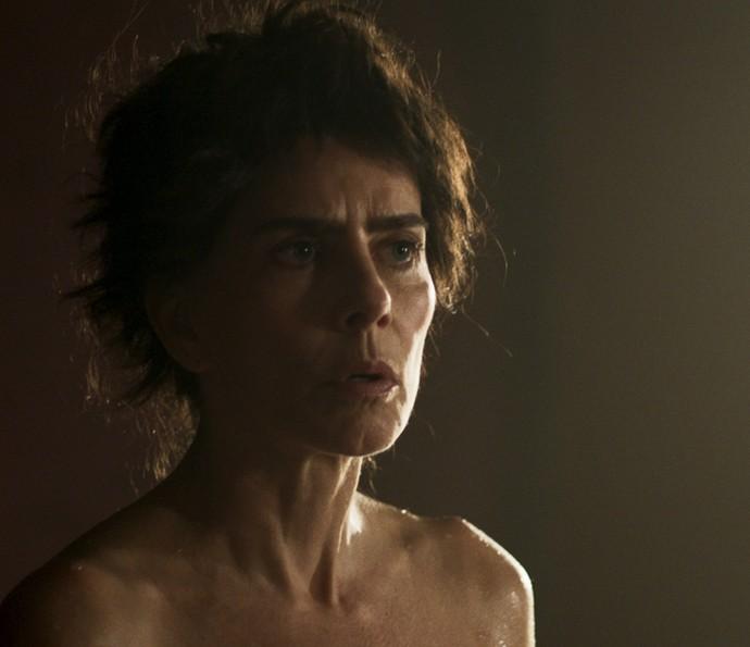 Dionísia expulsa o bandoleiro de seus aposentos (Foto: TV Globo)