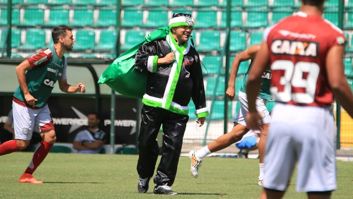 papai noel figueirense treino (Foto: Luiz Henrique / FFC)