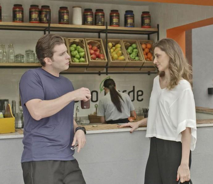 Tita envenena Caio com informações falsas (Foto: TV Globo)