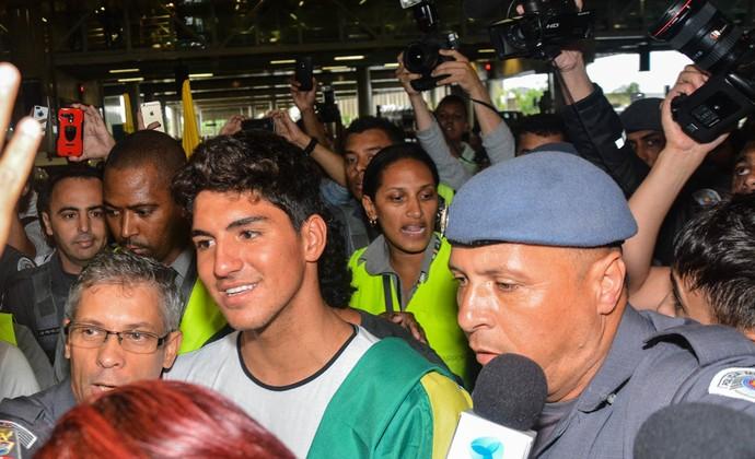 Gabriel Medina desembarque São Paulo (Foto: Araújo, Caio Duran e Eduardo Martins / CDC Shows e Eventos)