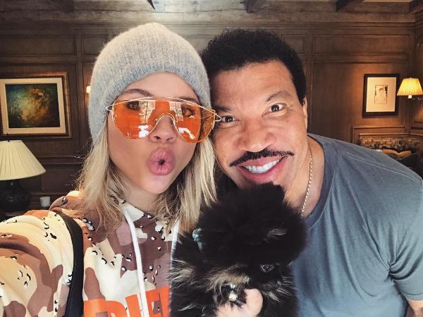 A modelo Sofia Richie com seu pai, o músico Lionel Richie (Foto: Instagram)