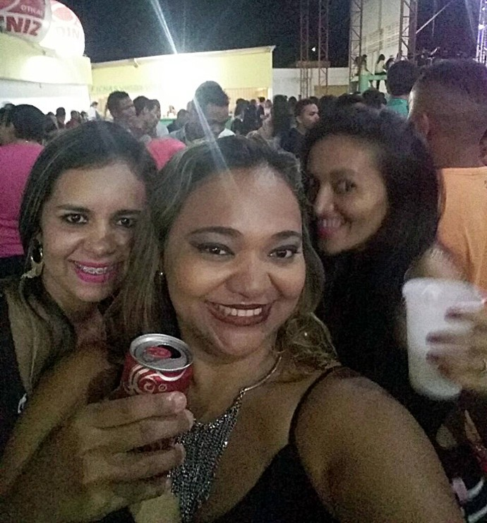 Ianna veras e amigas durante show em São Raimundo Nonato-PI (Foto: Arquivo pessoal)
