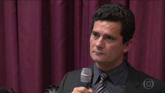 Em resposta a embargo da defesa, Moro compara Lula a Cunha