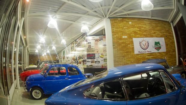 São Paulo tem lojas especializadas em carros antigos; veja fotos