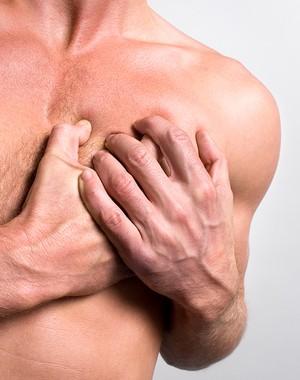Homem com dor no peito euatleta (Foto: Getty Images)