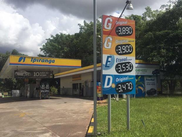 Posto de combustível que reduziu preço da gasolina comum no DF (Foto: Jéssica Nascimento/G1)