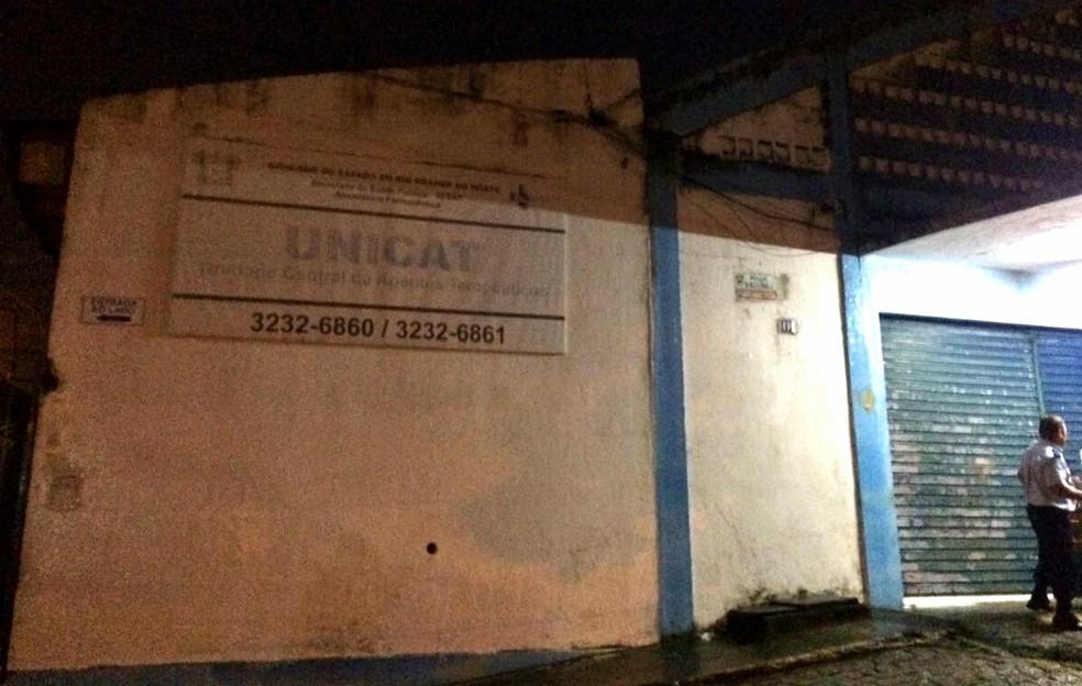 Vigilante da Unicat foi rendido pelos bandidos, na tarde desta terça-feira (11). (Foto: Kléber Teixeira / Inter TV Cabugi)