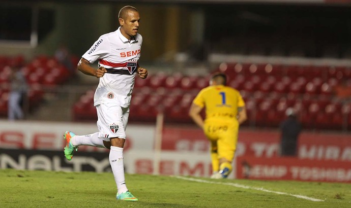 Luis Fabiano São Paulo x Rio Claro (Foto: Rubens Chiri / saopaulofc.net)