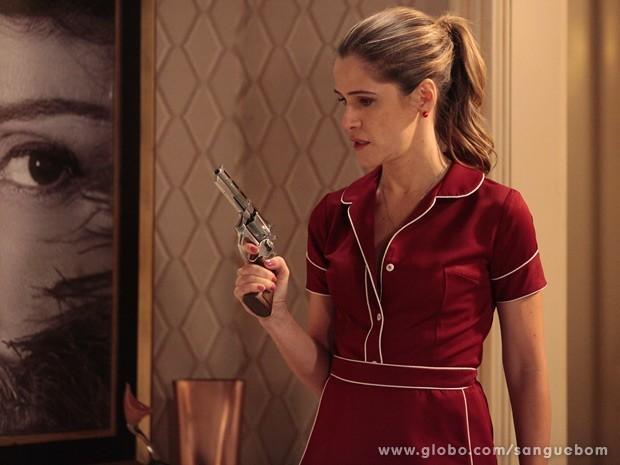 Ela iria tão longe? Tina aparece segurando uma arma na casa de Bárbara Ellen