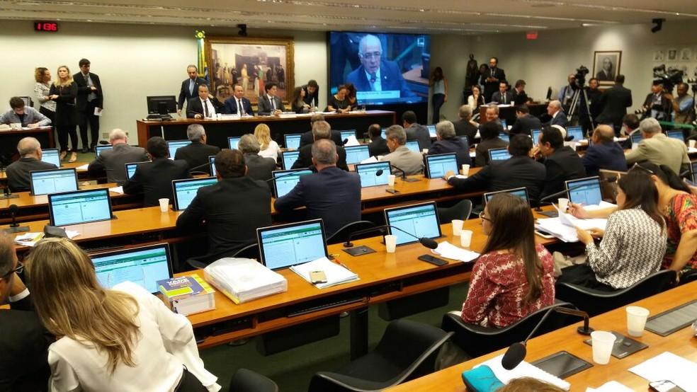 Comissão especial da Câmara analisa relatório sobre a reforma trabalhista (Foto: Bernardo Caram/G1)