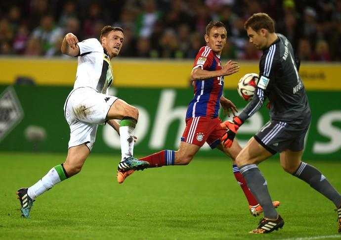 Max Kruse e Neuer Bayern de Munique x Moenchengladbach (Foto: AFP)