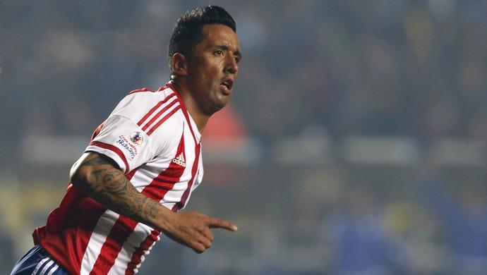 Lucas Barrios gol Paraguai x Argentina (Foto: Reuters)