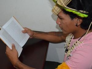 Estudante de São Carlos pretende levar conhecimento para sua aldeia (Foto: Orlando Duarte Neto/G1)