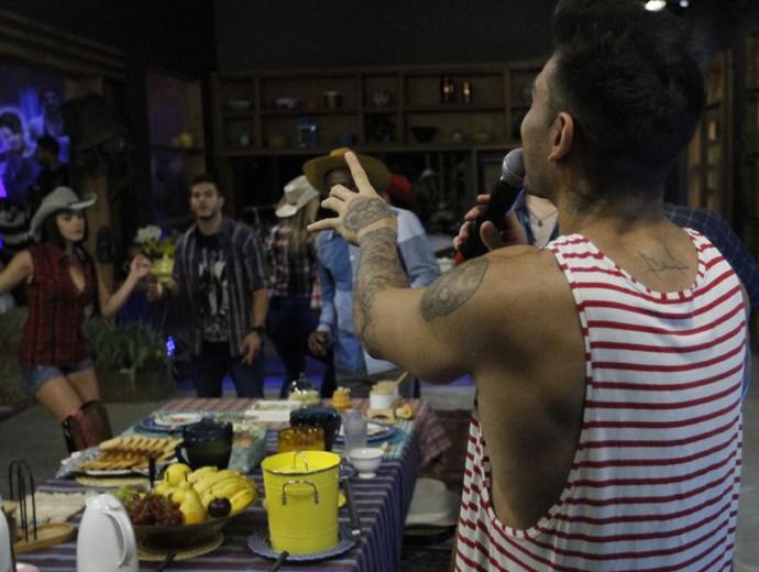 Lucas Lucco anima a galera (Foto: Fabiano Battaglin / Gshow)