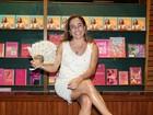 Cissa Guimarães recebe famosos em lançamento de livro no Rio