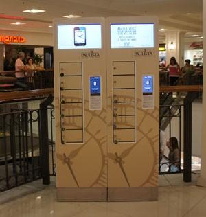 Totem para recarregar smartphones tem gavetas de aço que podem ser trancadas para proteger aparelho de roubo (Foto: Divulgação/AGT)